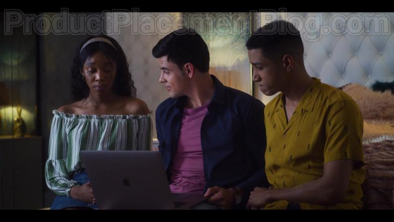 Cast Members Using Apple MacBook Laptop in Blood & Water S01E04 Netflix TV Series (2)