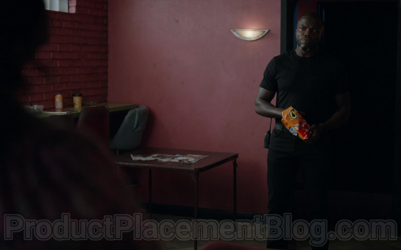 Cheetos Snack Enjoyed by Reno Wilson as Stan Hill in Good Girls S03E11 Synergy (2020)
