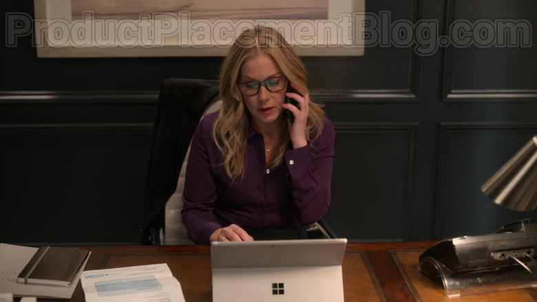 Christina Applegate as Jen Harding Using Surface Tablet by Microsoft in Dead to Me TV Show [2020] (1)