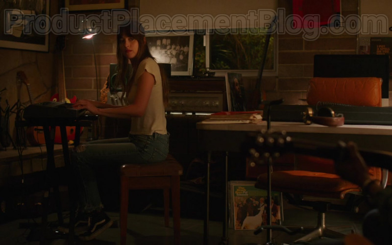 Dakota Johnson Wearing Vans Shoes, Skinny Jeans and White Tee Outfit in The High Note Movie