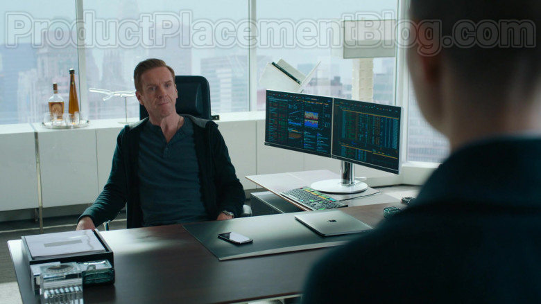 Damian Lewis as Robert 'Bobby' Axelrod Using Apple MacBook Laptop in Billions S05E04 TV Show