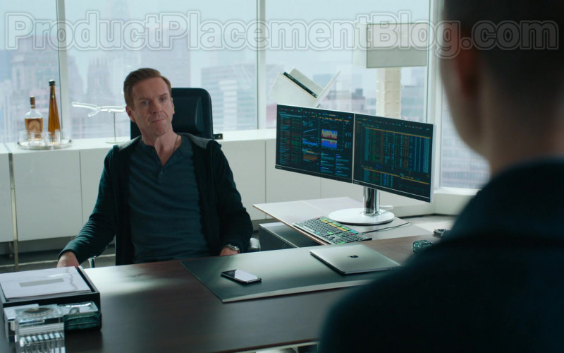 Damian Lewis as Robert 'Bobby' Axelrod Using Apple MacBook Laptop in Billions S05E04 TV Show