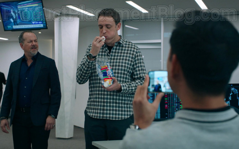 Dan Soder as Dudley Mafee Enjoying Kraft Jet-Puffed Marshmallows in Billions S05E04 TV Show (1)