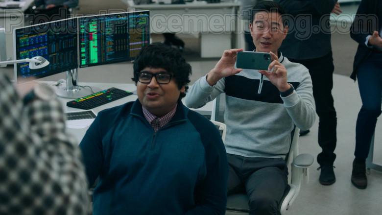 Daniel K. Isaac as Ben Kim Using Apple iPhone 11 Pro Smartphone in Billions S05E04 TV Series (2)