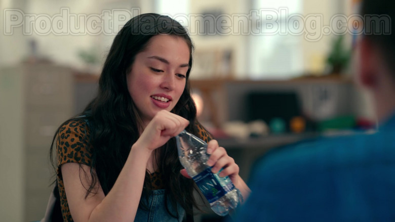 Dasani Water Enjoyed by Anneliese Judge as Annie Sullivan in Sweet Magnolias S01E06 TV Show (2)
