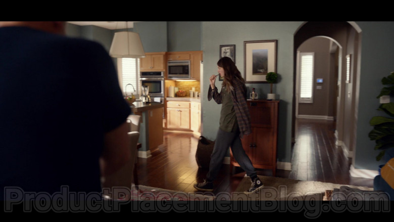 Diana Silvers as Erin Wearing Converse High Tops Black Shoes in Space Force S01E04 TV Show