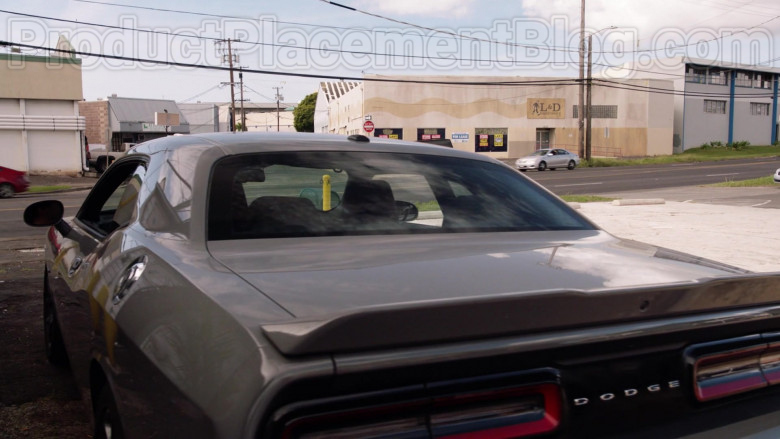 Dodge Challenger Car in Magnum P.I. TV Series [Season 2 Episode 19] (3)