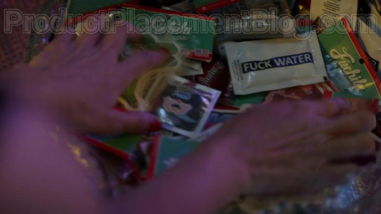 Fúchila Fresheners in Vida S03E04 TV Series (1)
