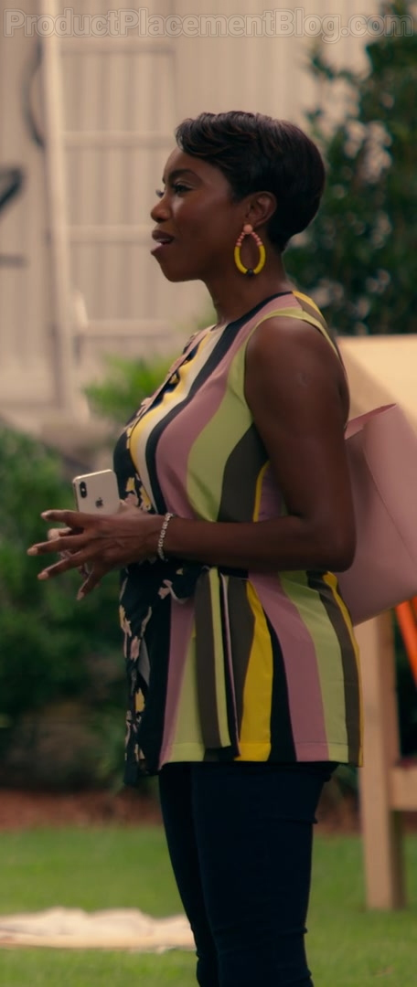 Heather Headley as Helen Decatur Using Apple iPhone Smartphone in Sweet Magnolias S01E03 Netflix TV Series