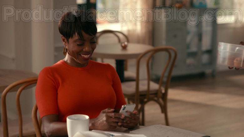 Heather Headley as Helen Decatur Using Apple iPhone White Smartphone in Sweet Magnolias S01E06 TV Show
