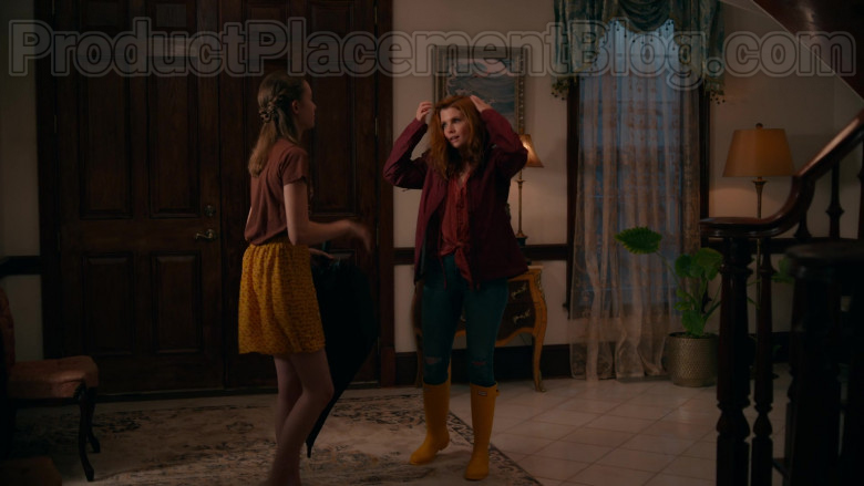 JoAnna Garcia Swisher as Maddie Townsend Wearing Hunter Original Yellow Tall Gloss Rain Boots in Sweet Magnolia (3)