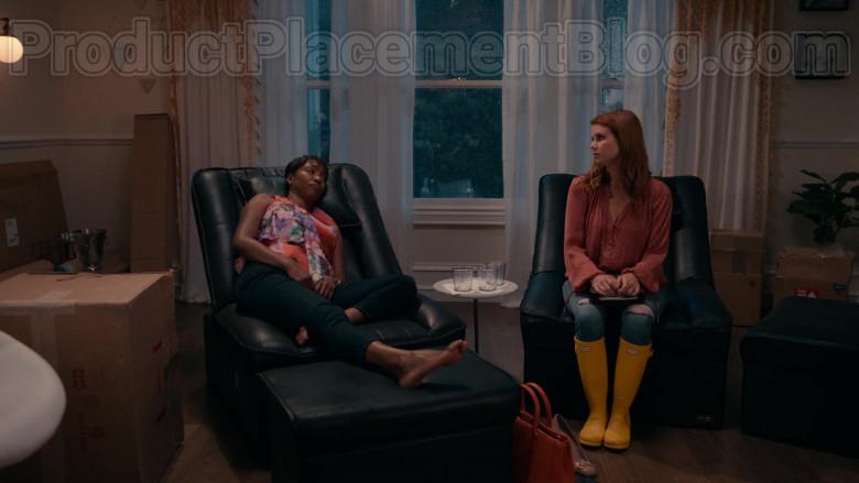 JoAnna Garcia Swisher as Maddie Townsend Wearing Hunter Original Yellow Tall Gloss Rain Boots in Sweet Magnolia