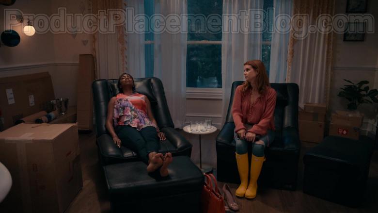 JoAnna Garcia Swisher as Maddie Townsend Wearing Hunter Original Yellow Tall Gloss Rain Boots in Sweet Magnolias (1)