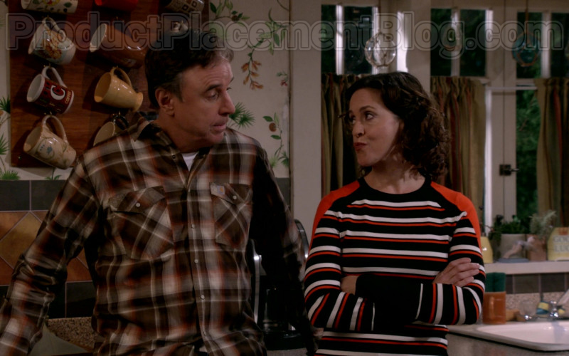 Kevin Nealon Wearing Casual Carhartt Plaid Shirt Outfit in Man with a Plan S04E11