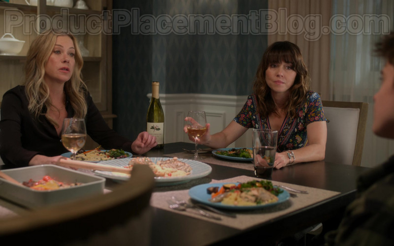 Lavender Oak Wine Enjoyed by Christina Applegate & Linda Cardellini in Dead to Me TV Show by Netflix (2)