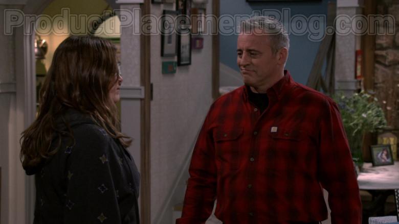 Matt LeBlanc Wearing Carhartt Checkered Red Shirt in Man with a Plan S04E09 TV Series (1)