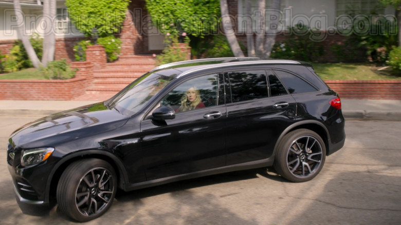 Mercedes-Benz AMG GLC43 Black Car Driven by Christina Applegate in Dead to Me TV Series by Netflix (1)