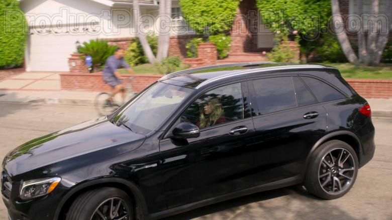 Mercedes-Benz AMG GLC43 Black Car Driven by Christina Applegate in Dead to Me TV Series by Netflix (2)