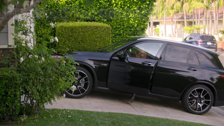 Mercedes-Benz AMG GLC43 Black Car Driven by Christina Applegate in Dead to Me TV Series by Netflix (3)