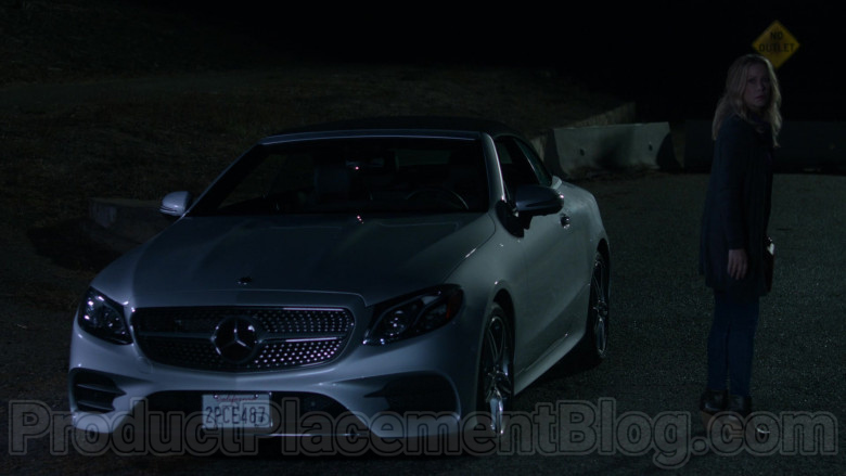 Mercedes-Benz E450 Convertible Car in Dead to Me S02E05 [Netflix TV Series] (5)