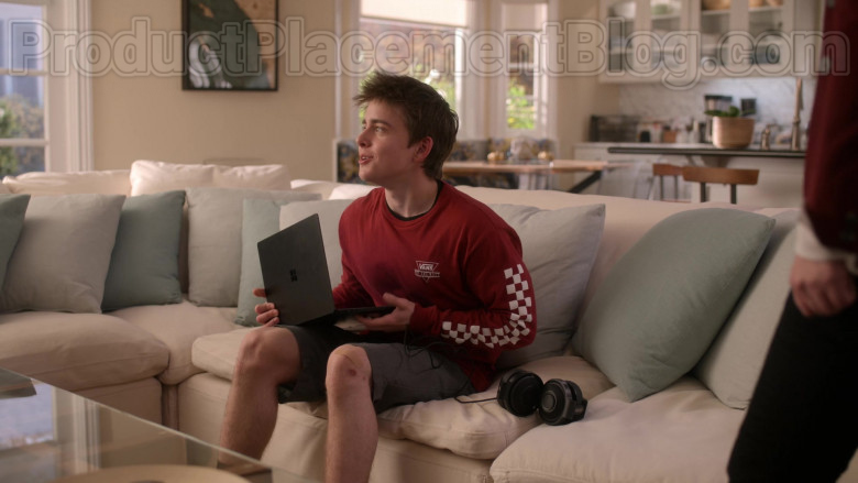 Microsoft Surface Black Laptop Used by Sam McCarthy as Charlie Harding in Dead to Me S02E08 It Had To Be You (2020)