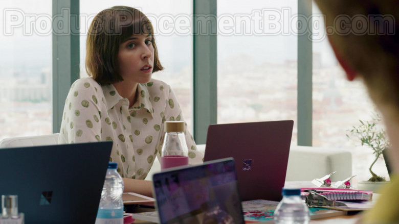 Microsoft Surface Laptop Used by Paula Malia as Carmen in Valeria S01E03 (2)