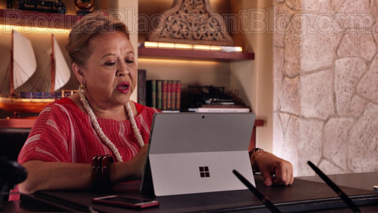 Microsoft Surface Tablet of Amy Hill as Teuila 'Kumu' Tuileta in Magnum P.I. TV Series [S02E19] (2)