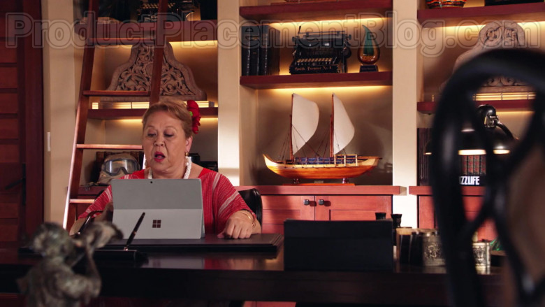 Microsoft Surface Tablet of Amy Hill as Teuila 'Kumu' Tuileta in Magnum P.I. TV Series [S02E19] (3)