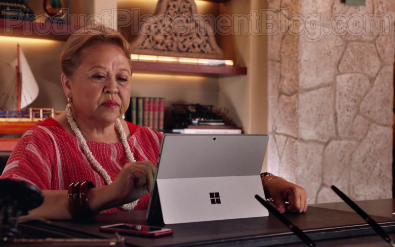 Microsoft Surface Tablet of Amy Hill as Teuila 'Kumu' Tuileta in Magnum P.I. TV Series [S02E19] (4)