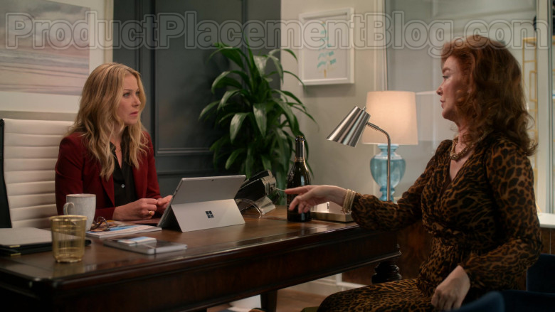 Microsoft Surface Tablet of Christina Applegate as Jen Harding in Dead to Me S02E02 Where Have You Been (2020)