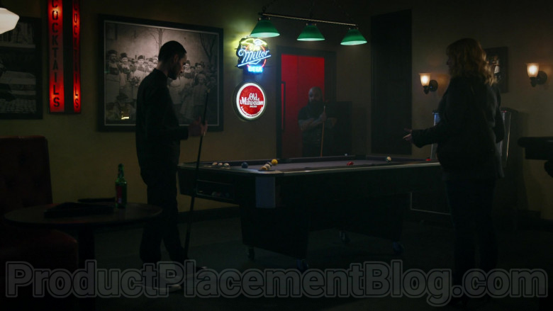 Miller and Old Milwaukee Beer Signs in Good Girls S03E11 Synergy (2020)