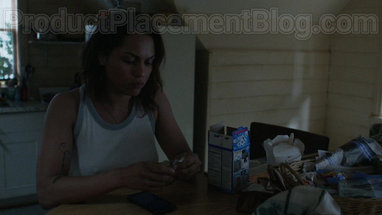 Monica Raymund as Jackie Quinones Enjoying Pop-Tarts Toaster Pastries in Hightown S01E02 TV Series (1)