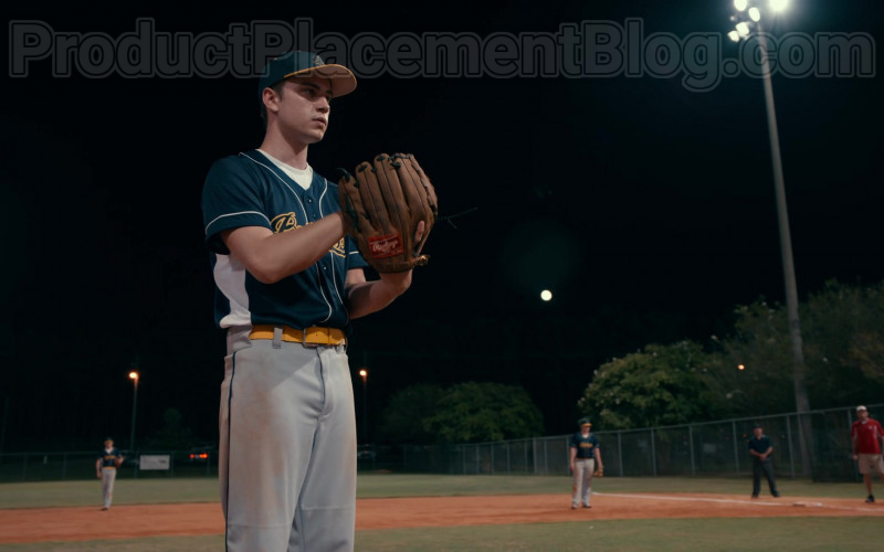 Rawlings Baseball Glove of Carson Rowland as Tyler 'Ty' Townsend in Sweet Magnolias S01E02 (1)