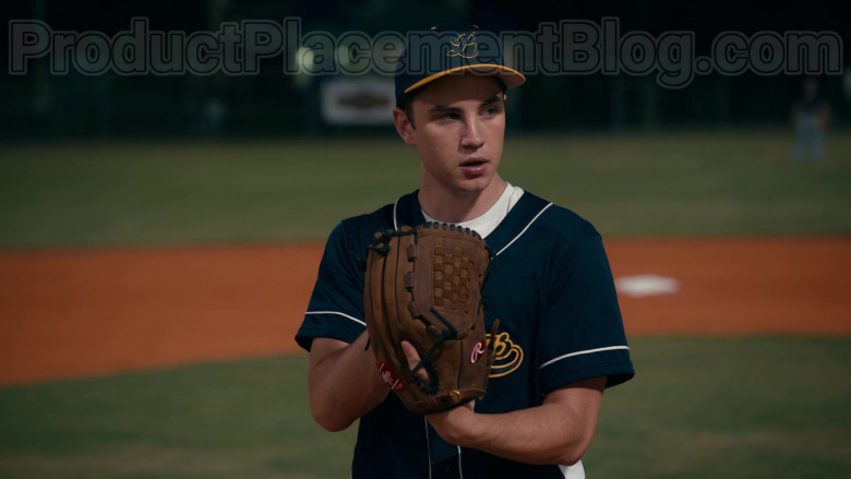 Rawlings Baseball Glove of Carson Rowland as Tyler 'Ty' Townsend in Sweet Magnolias S01E02 (3)