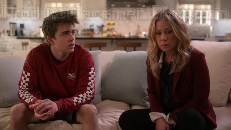 Sam McCarthy as Charlie Harding Wearing Vans Red Sweatshirt in Dead to Me (Netflix Original Series) (2)