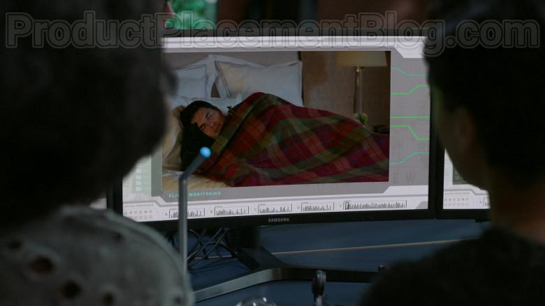 Samsung Monitors in Upload S01E01 (3)