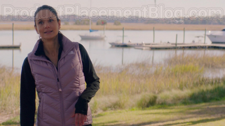 Sarah Wayne Callies Wearing The North Face Vest Running Outfit in Council of Dads S01E05 TV Show (2)
