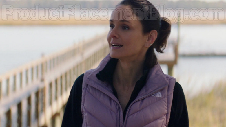 Sarah Wayne Callies Wearing The North Face Vest Running Outfit in Council of Dads S01E05 TV Show (3)