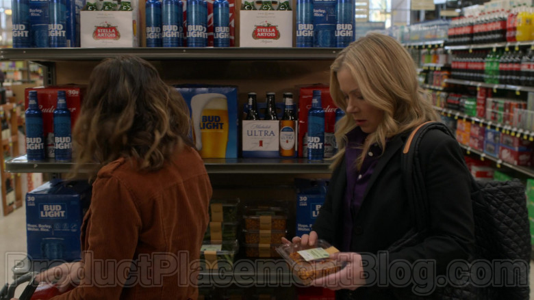 Stella Artois, Bud Light & Michelob Ultra Beer in Dead to Me S02E05 (1)