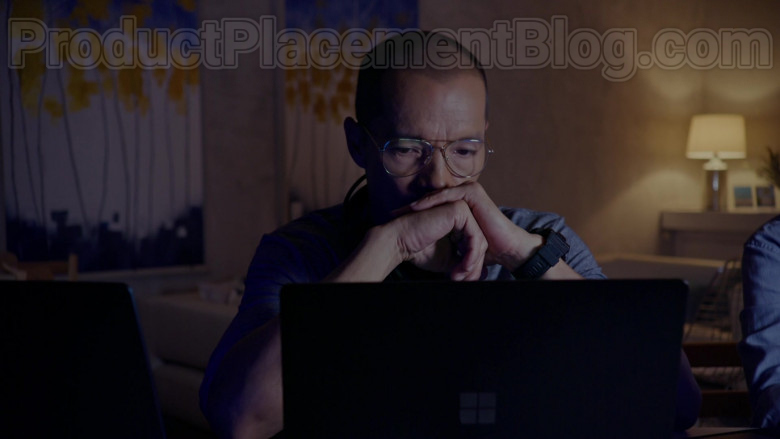 TV Series Cast Members Using Surface Laptops by Microsoft in Almost Paradise S01E09 TV Show (2)