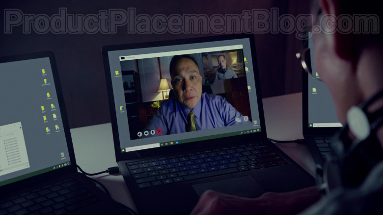 TV Series Cast Members Using Surface Laptops by Microsoft in Almost Paradise S01E09 TV Show (3)