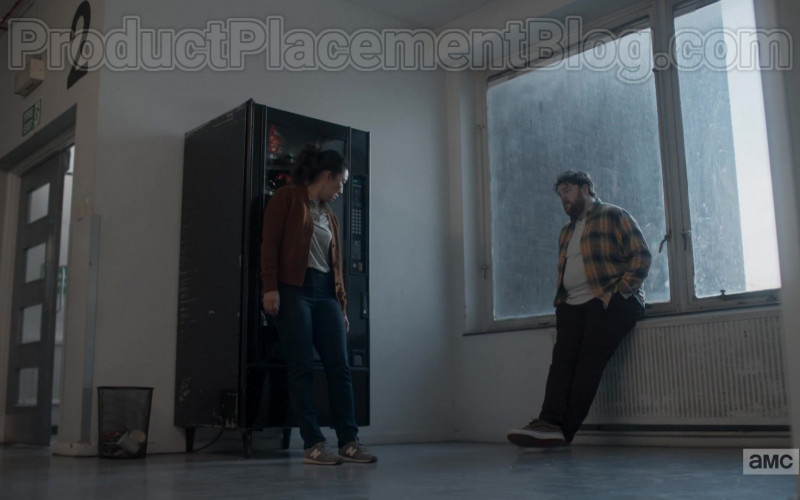 TV Show Actress Sandra Oh as Eve Polastri Wearing New Balance Grey Trainers in Killing Eve S03E06 (2)