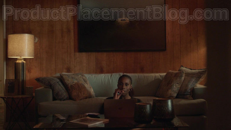 TV Show Cast Member Issa Rae Using Apple MacBook Laptop in Insecure S04E06 TV Show