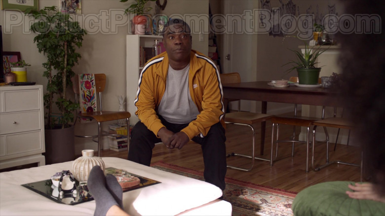 Tracy Morgan as Tray Wearing Nike Yellow Track Jacket Outfit in The Last O.G. S03E07 TV Series (2)