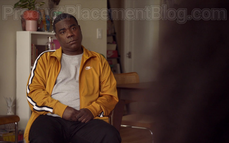 Tracy Morgan as Tray Wearing Nike Yellow Track Jacket Outfit in The Last O.G. S03E07 TV Series (3)