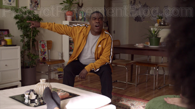 Tracy Morgan as Tray Wearing Nike Yellow Track Jacket Outfit in The Last O.G. S03E07 TV Series (4)