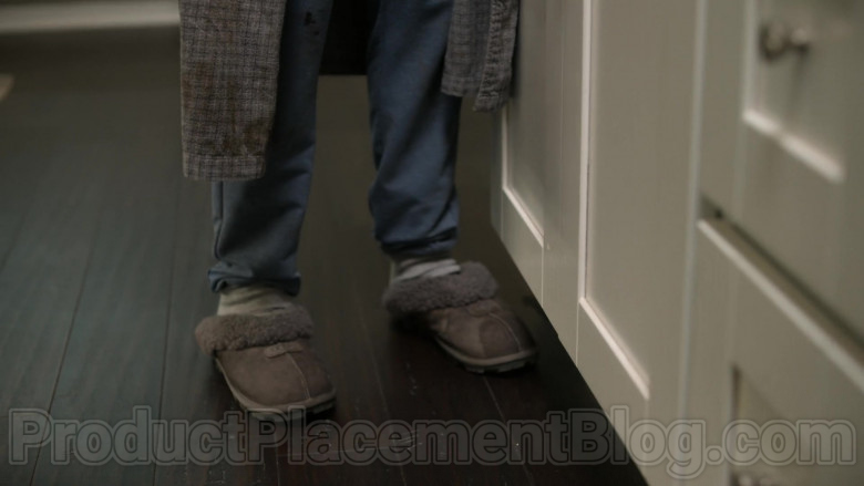 UGG Coquette Slippers of Christina Applegate as Jen Harding in Dead to Me S02E01 You Know What You Did (2020)