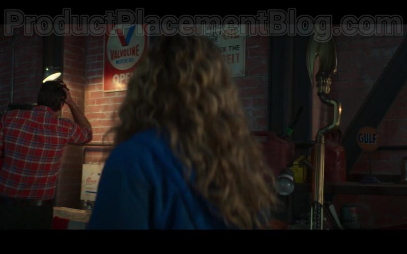 Valvoline Motor Oil Sign in Stargirl S01E02 S.T.R.I.P.E. (2020)