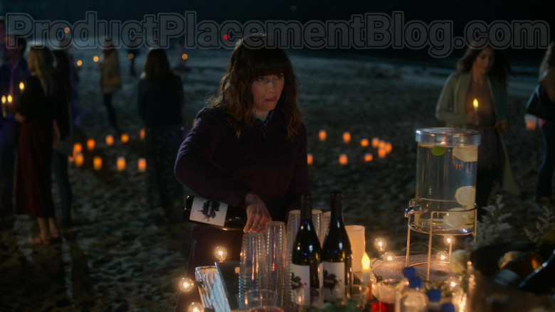 Vasco Urbano Wine Enjoyed by Linda Cardellini as Judy Hale in Dead to Me S02E07 If Only You Knew (2020)
