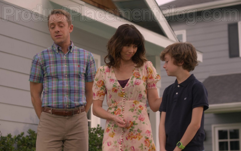 Vineyard Vines Boys Polo Shirt of Luke Roessler as Henry Harding in Dead to Me S02E04 Between You And Me 2020 (1)